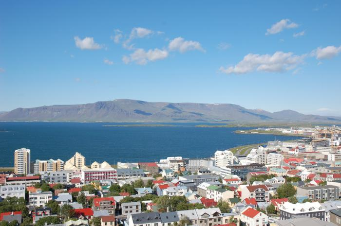 how to fly cheap to reykjavik