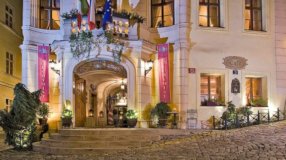 Best luxury hotels in prague for Luxury hotels prague