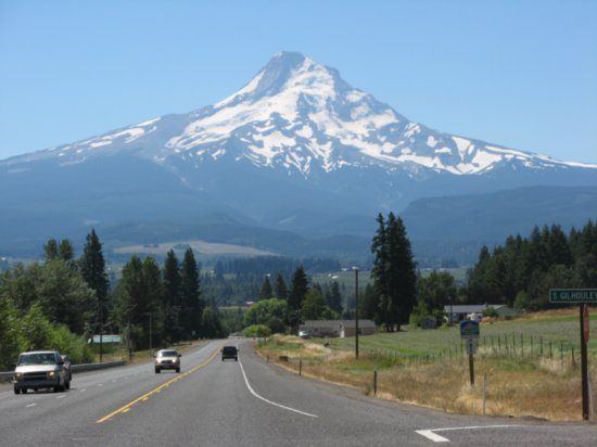 Book a Car Rental in Portland, Oregon Renting a car is the best way to explore the beauty of Portland which has some of the world's best breweries and museums. It's more personal, comfortable and gives you more control of the proceedings.